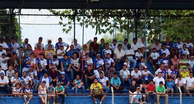 La afición mazateca disfrutó del arranque del torneo Apertura 2016. (Foto Prensa Libre: Carlos Ventura)