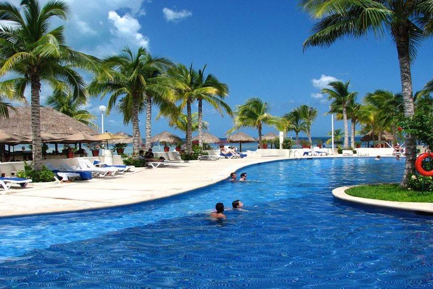 Muchos guatemaltecos buscan lugares para disfrutar de descanso. (Foto Prensa Libre: traveltats.com)