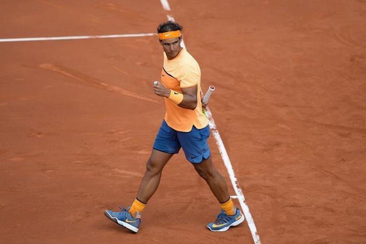 Rafael Nadal celebra después de vencer a Albert Montañes durante el abierto de Barcelona. (Foto Prensa Libre: AFP)