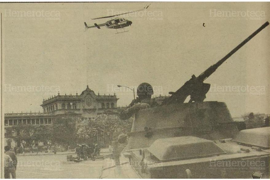 Fuerzas de tierra y aire custodian el entonces Palacio Nacional. (Foto: Hemeroteca PL)