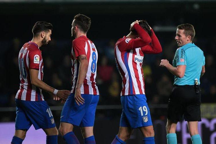 El Atlético de Madrid perdió por goleada 3-0 frente al Villarreal en su último partido de la Liga. (Foto Prensa Libre: AFP)