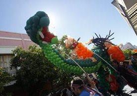 Desfile de globoflexia impresiona en el Paseo de la Sexta