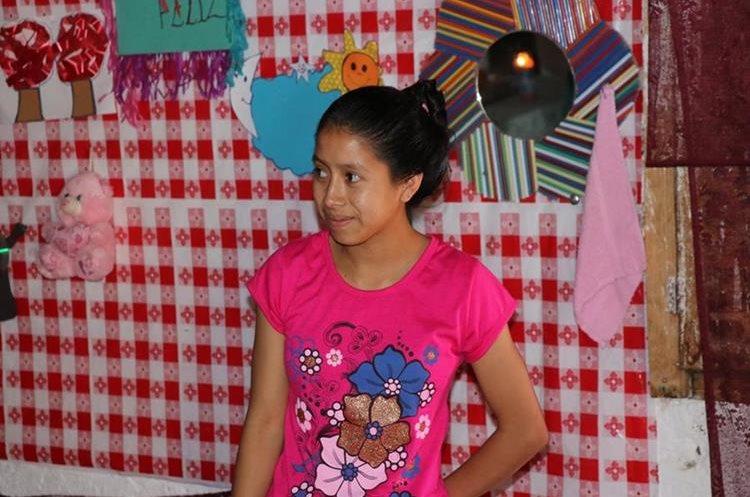 Sandra Matzar, estudiante que recibió la visita de los youtubers. Foto Prensa Libre: Héctor Cordero.