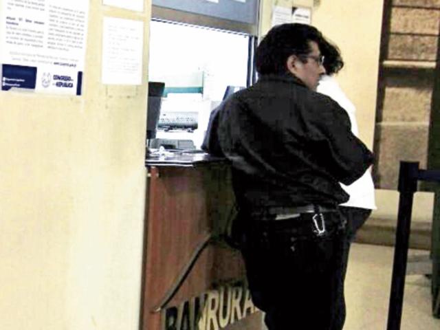 Bancos no operarán el lunes.(Foto Prensa Libre: E. Bercián)