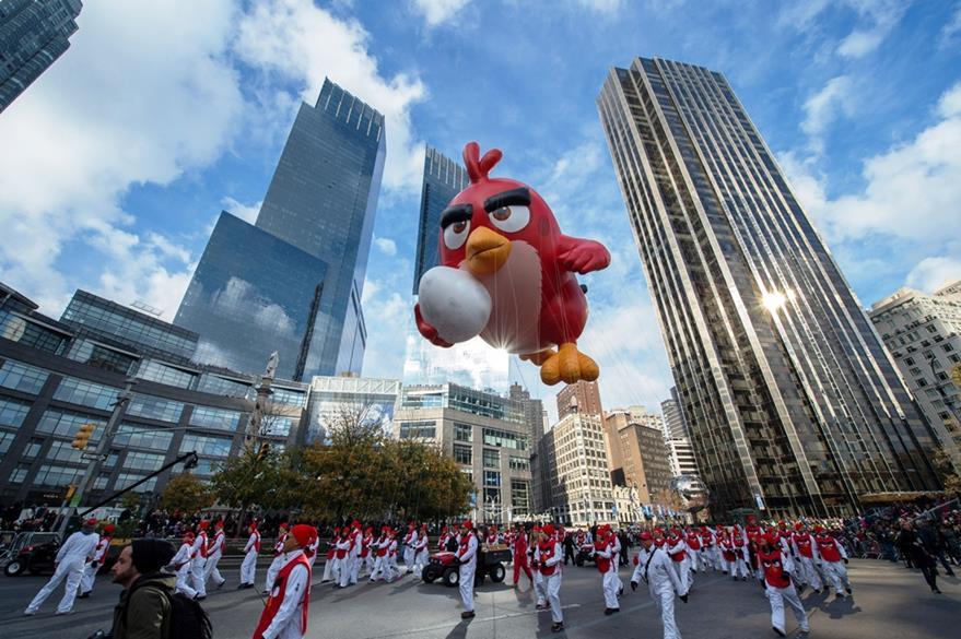 Varias personas participaron recientemente con un globo de Angry Bird sdurante el desfile del día de Acción de Gracias en Nueva York. (Foto Prensa Libre: AP)
