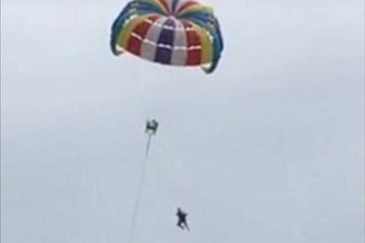 Fuertes imágenes: Grabó muerte de su esposo al practicar parasailing