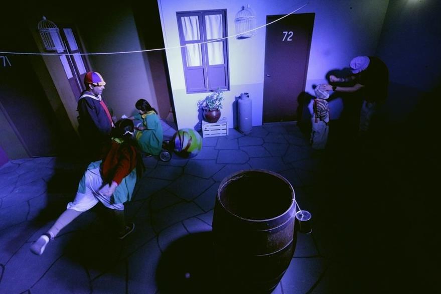 La vecindad del Chavo fue recreada para el deleite de los fanáticos del personaje. (Foto Prensa Libre: AP)