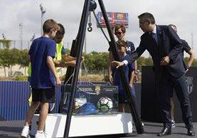 El presidente del FC Barcelona, Josep María Bartomeu, durante el acto de colocación de la primera piedra del nuevo Estadio Johan Cruyff. (Foto Prensa Libre: EFE)