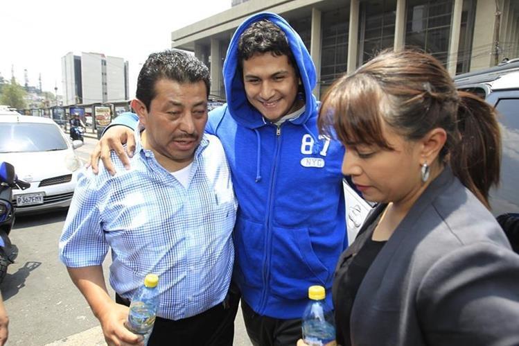 Jabes Emanuel Meda Maldonado, sospechosos por la muerte de la estudiante Brenda Viviana Domínguez, se presentó de manera voluntaria a la Torre de Tribunales. Allí fue capturado por la Policía. (Foto Prensa Libre: Hemeroteca)