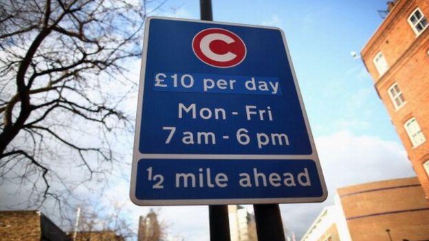 Prepárate para pagar cada vez más por el privilegio de manejar un auto en las ciudades. (GETTY IMAGES)