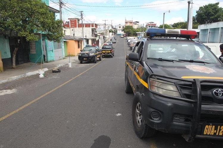 Trabajador de camión recolector de basura fue herido por negarse a recibir un celular para extorsión. (Foto Prensa Libre: Érick Ávila)