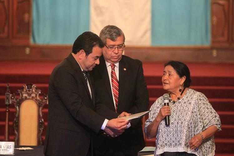 El presidente Morales y la sociedad civil presentaron el proyecto el 8 de agosto último. (Foto Prensa Libre; Hemeroteca PL)