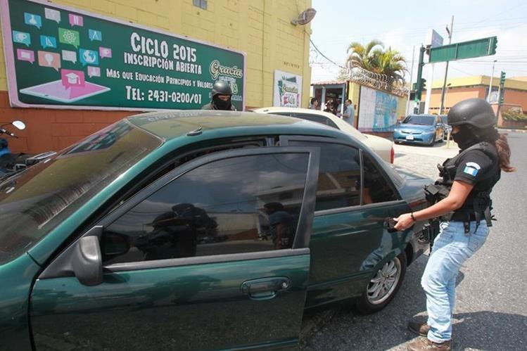 Agentes de la PNC llevaron a cabo un operativo para detener al hijo de un pastor evangélico implicado en el plagio de una joven. (Foto Prensa Libre: Hemeroteca PL)