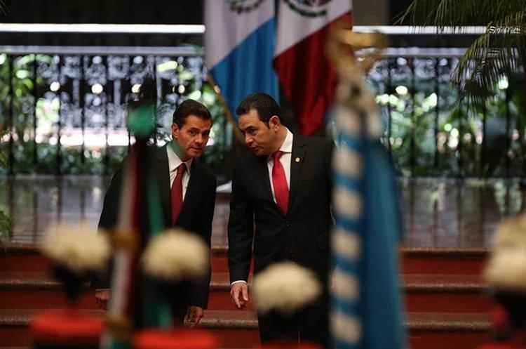 Medios critican visita de Peña Nieto a Guatemala. (Foto Prensa Libre: EFE)