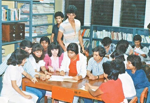 Ricardo Arjona en su época de estudiante. (Foto: Hemeroteca PL)