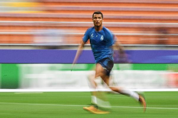 Cristiano Ronaldo se entrenó con normalidad y estará mañana en la final de la Champions. (Foto Prensa Libre: EFE)