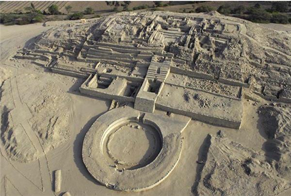 Vista aérea de la capital de la civilización Caral, de hace cuatro mil año. (Foto Prensa Libre: Internet).