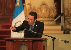 El presidente Jimmy Morales envió un mensaje en Facebook para aclarar su política de reforma fiscal. (Foto Prensa Libre: Esbin García)