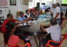 Integrantes de Codeca informan sobre bloqueos de rutas en el país. (Foto Prensa Libre: Jorge Tizol)