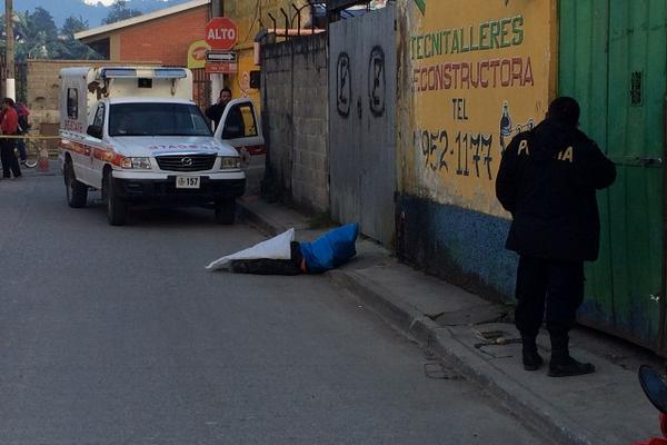 <p>Las autoridades investigan el crimen. (Foto Prensa Libre: Eduardo Sam).</p>