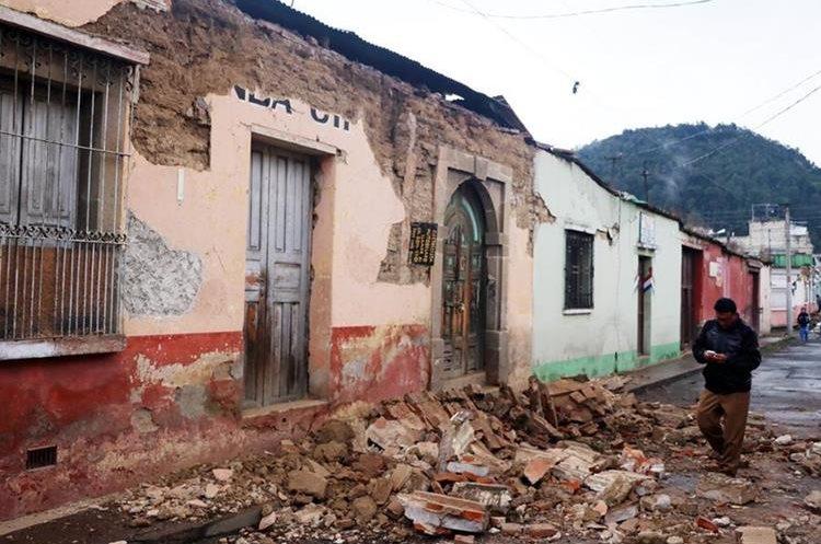El sismo de pasado 14 de junio causó daños en varios sectores de Quetzaltenango. (Foto Prensa Libre: Carlos Ventura)
