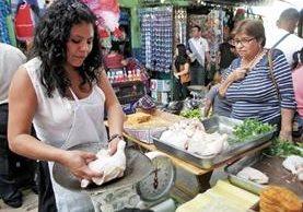 Vendedores de pollo importado fueron informados de un aumento entre un 20 y 25% por el pago de arancel que hacen ahora los importadores.