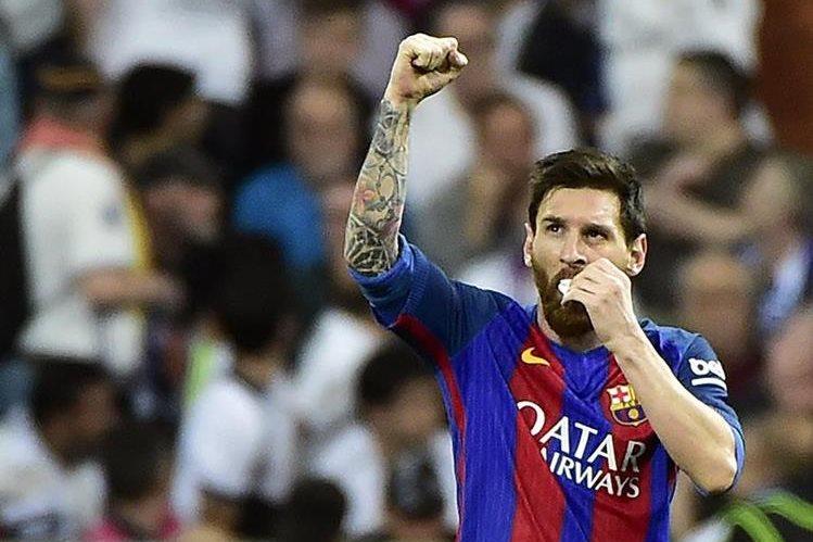 Leo Messi festeja luego de anotar frente al Real Madrid. (Foto Prensa Libre: AFP)