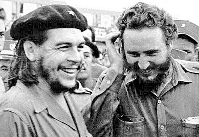 Ernesto Che Guevara y Fidel Castro, líderes de la Revolución Cubana. (Foto: Hemeroteca PL)