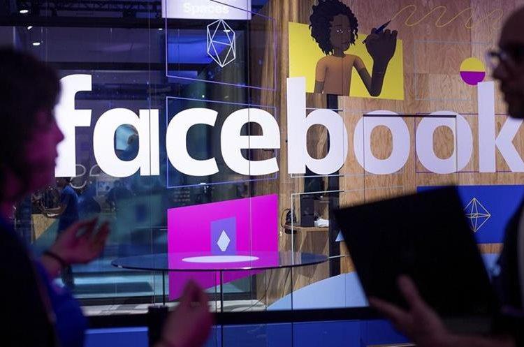 Una de las presentaciones de las novedades que presentó Facebook en el F8 (Foto Prensa Libre: AP).