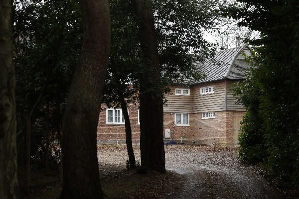 Vivienda donde se cree que vive Christopher Steele en el sur de Inglaterra.(AP).