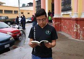 Kevin Chan se esfuerza cada día por ser el mejor de su grado, pues sueña con graduarse. (Foto Prensa Libre: María Longo)