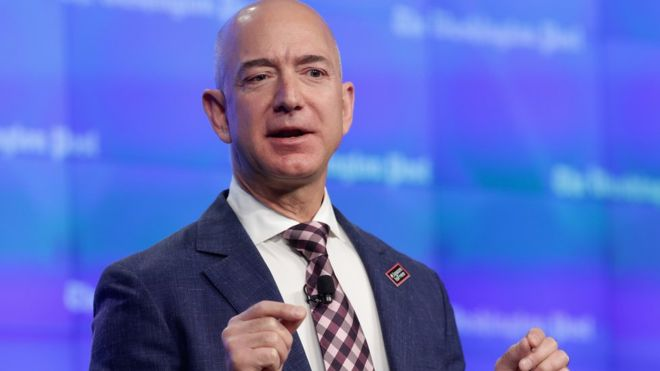 Jeff Bezos fundó Amazon en 1994 como una tienda de venta de libros online.
