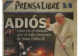 Portada del 3/4/2005, Prensa Libre informa sobre la muerte del Papa Juan Pablo II. (Foto: Hemeroteca PL)