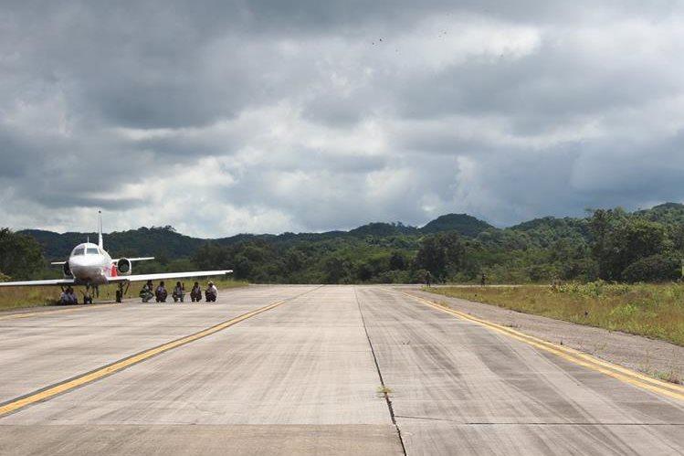 El aeropuerto Mundo Maya, de Santa Elena, Flores, Petén, cuenta con una pista de talla internacional, categoría cinco, con una longitud de tres kilómetros. (Foto Prensa Libre: Rigoberto Escobar)