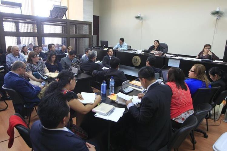 El lunes se desarrolló la audiencia en la que se ligó a proceso a 11 militares por delitos de lesa humanida. (Foto Prensa Libre: HemerotecaPL)