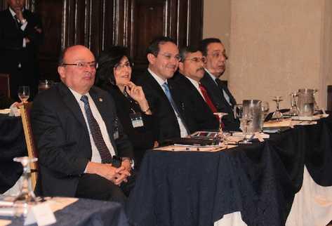 Presidentes de los bancos centrales de Centroamerica debaten sobre estrategias para potenciar el ritmo de crecimiento del PIB.