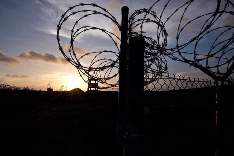 Obama vetó en octubre la primera versión de la ley, fundamentalmente porque bloqueaba la clausura de Guantánamo. (Foto Prensa Libre: AFP).