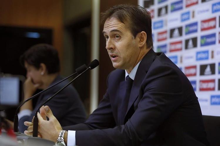 El técnico de la selección de España, Julen Lopetegui, durante la conferencia de prensa de este viernes donde dio a conocer la nómina de convocados para los partidos contra Italia y Albania. (Foto Prensa Libre: EFE)