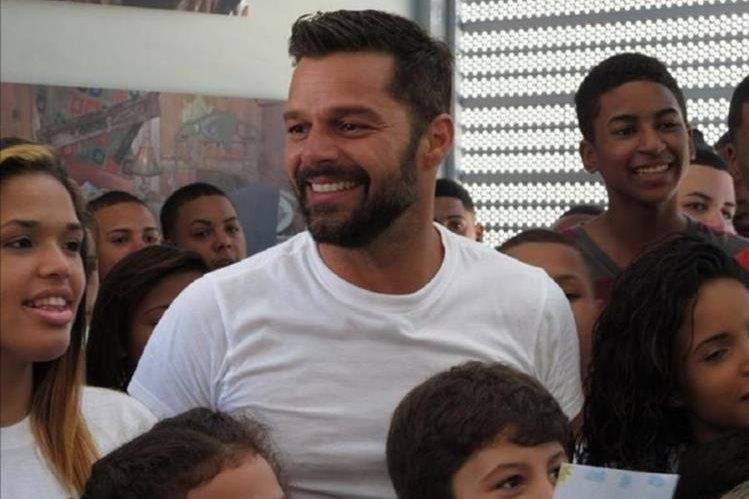 Ricky Martin visita constantemente su fundación y comparte con los niños. (Foto Prensa Libre: Tomada de Instagram)