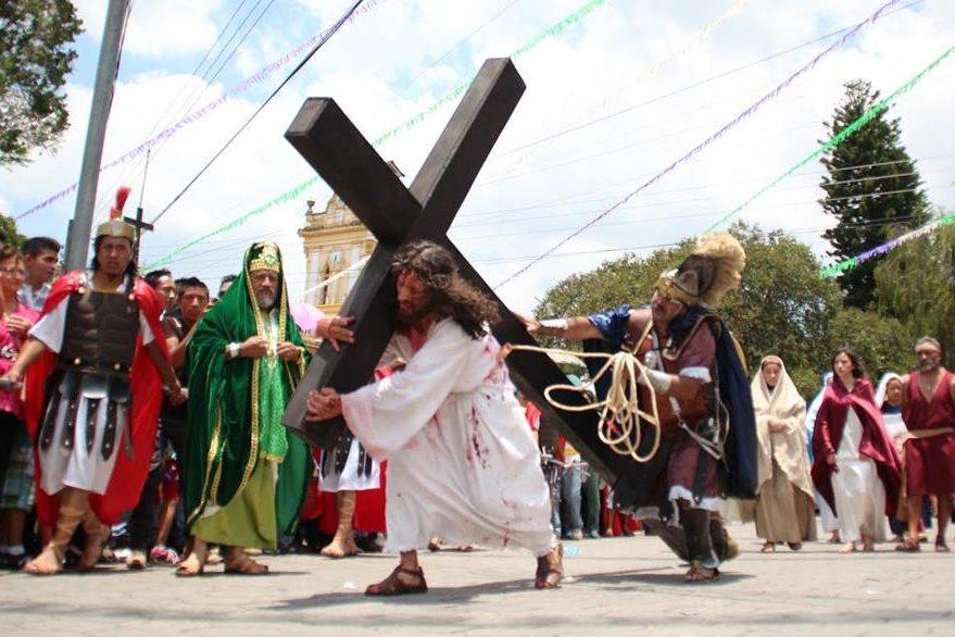 Pasión en  vivo que organiza el Club Entusiasta Cuchumateco, en Chiantla, Huehuetenango,  en la que participan unos 125 actores. (Foto Prensa Libre: Mike Castillo)