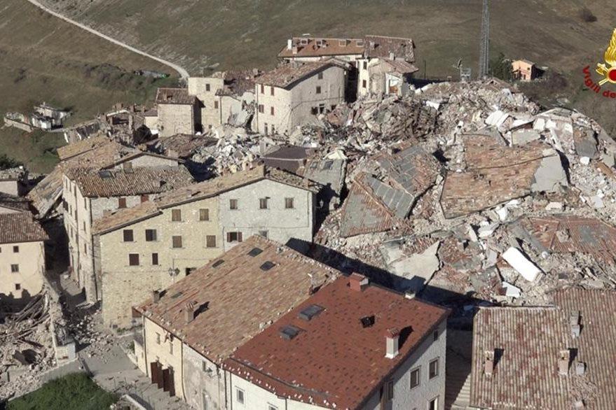 Norcia, se ve con múltiples daños deribado al potente sismo del fin de semana pasado. (Foto Prensa Libre: EFE).