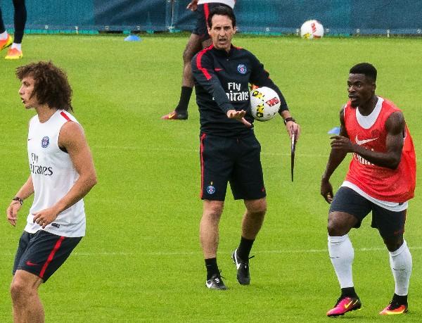El técnico español Unai Emery dirigió su primer entrenamiento con el París SG. (Foto Prensa Libre: EFE)