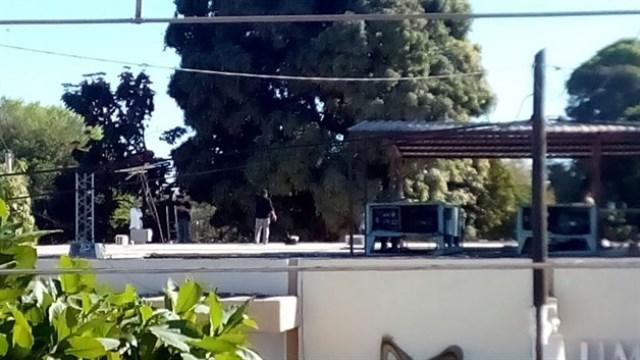 El equipo de vigilancia del hospital descubrió el cadáver en el techo e informó a las autoridades. Foto Prensa Libre: Luz Noticias.