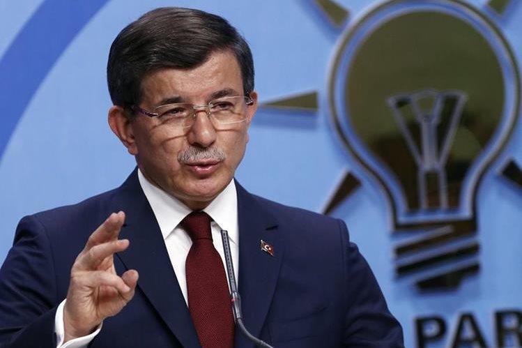 Ahmet Davutoglu, primer ministro turco, presentó su renuncia el jueves. (Foto Prensa Libre: AP).