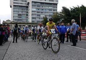 Ciclistas empiezan el recorrido en el Centro Histórico