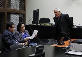 Exbinomio presidencial se presenta ante el juez Gálvez.