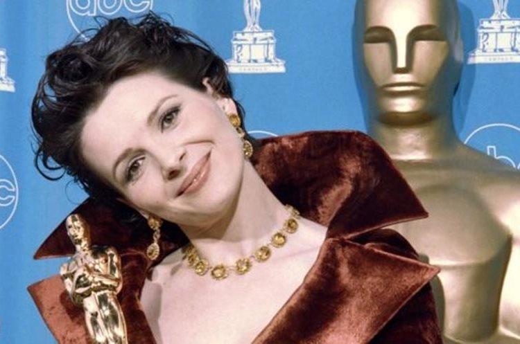 """Juliette Binoche ganó por """"El paciente inglés"""". (GETTY IMAGES)"""