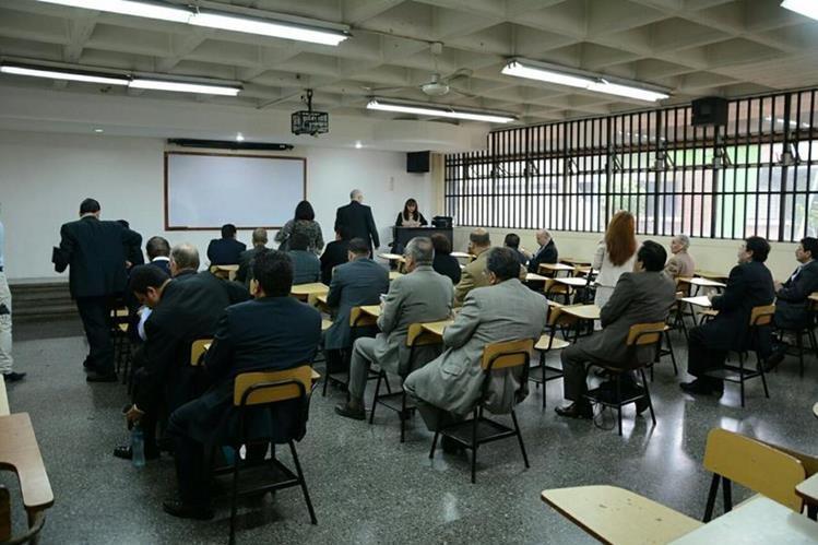 De los 122 postulantes para el cargo de gerente al IGSS, 91 asistieron a las evaluaciones este jueves. (Foto, Prensa Libre: cortesía IGSS)