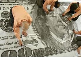 La divisa estadounidense está de capa caída. (Foto Prensa Libre: AFP)