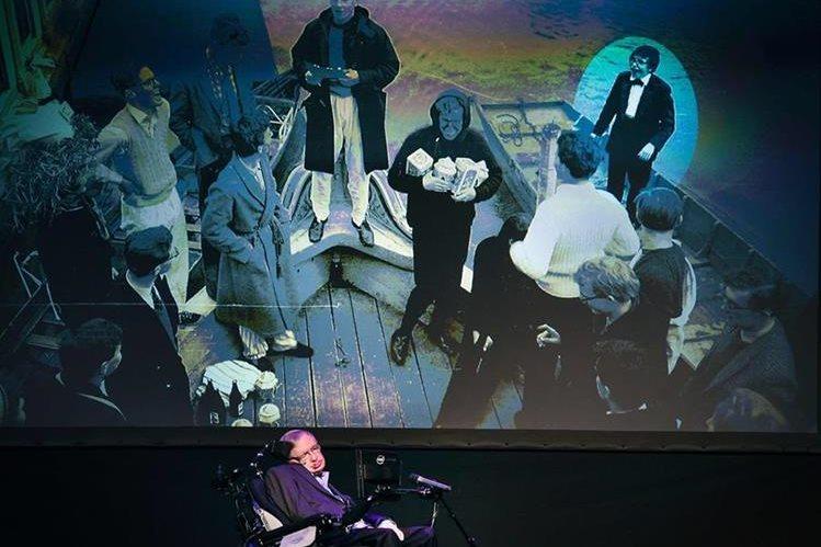 Stephen Hawking, durante su presentación en el Festival Starmus, en Tenerife, Islas Canarias (España). (Foto Prensa Libre: AFP).